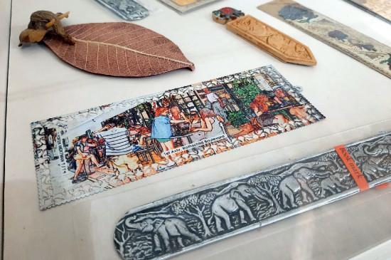 Экскурсия по выставке «Мир в книжной закладке»