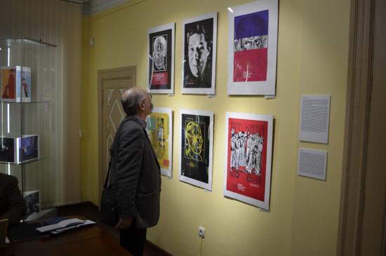 В Литературном музее состоялось открытие выставки «Волшебник гравюры»