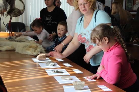 Передвижная выставка музея для людей с особенностями зрения «Прикоснись руками к природе Сибири»