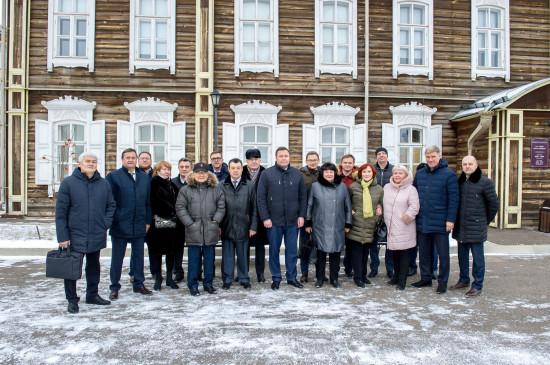 Депутаты Законодательного Собрания Красноярского края посетили выставку «Голос, покоривший мир»