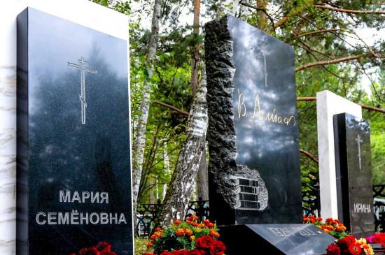 Губернатор и министр культуры Красноярского края почтили память М.С. Корякиной-Астафьевой
